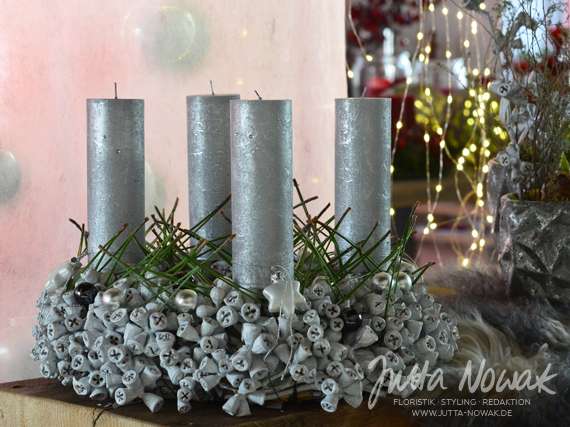Adventsausstellung 2014 Jutta Nowak: Eukalypthus-Kranz weiß-silber