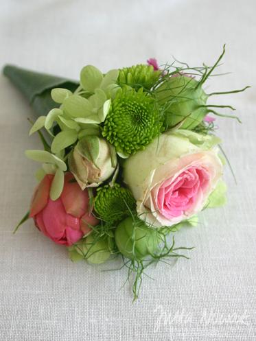 Hochzeitsfloristik Jutta Nowak: Anstecker in Rosa-Pink-Weiß-Hellgrün