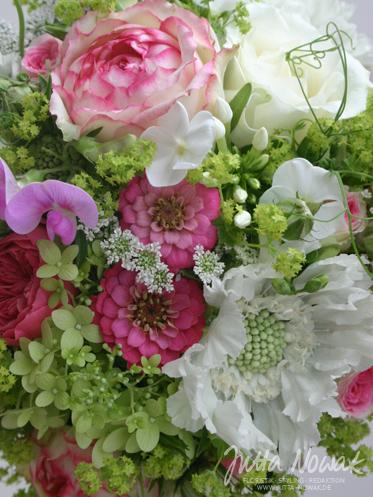 Hochzeitsfloristik Jutta Nowak: sommerlicher Brautstrauß in Rosa-Pink-Weiß-Hellgrün