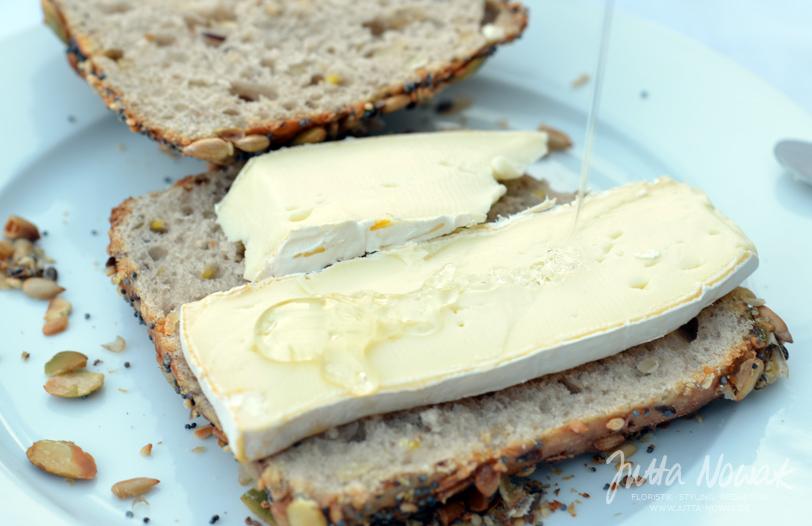 Jutta Nowak Blog: 12 von 12 März 2016 - Brötchen mit Camembert und Honig zum Frühstück