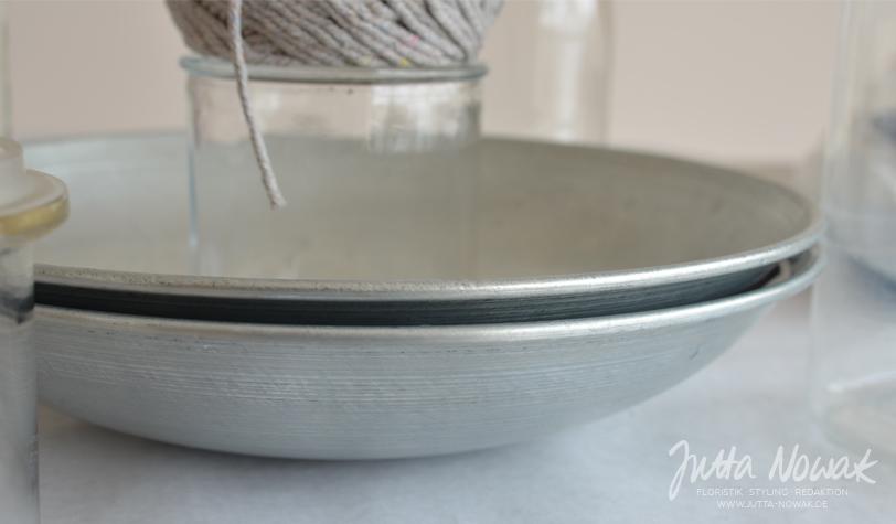 Jutta Nowak Blog: DIY-Anleitung Wachsschale gießen, Metallschüsseln ineinander stellen und beschweren