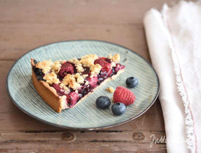 Jutta Nowak Blog: Rezept für einen knusprig-saftigen Blaubeer-Himbeer-Nektarinen-Kuchen mit Streuseln